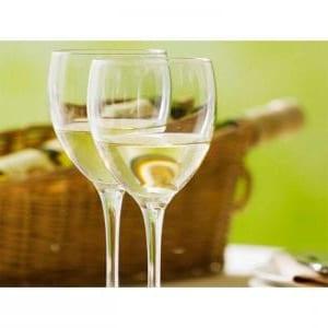 Disfruta de este plato de oso-buco con una buena copa de vino blanco de Jerez.