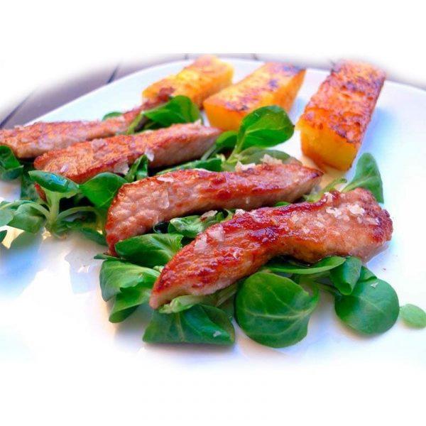 Tiras de costillas de cerdo una vez asada o con arroz.