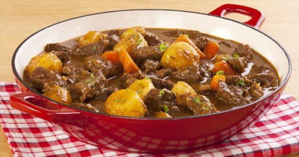 Ragout cocinado con carne de búfalo en tacos.