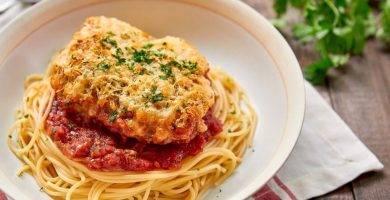 Ternera al parmesano y espaguetis